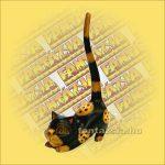 Macska görbehátú fa