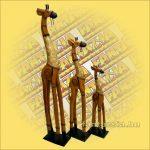 Zsiráf fából díszes világos barna 100cm