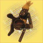 Primitív törzsi figura hamutartó C